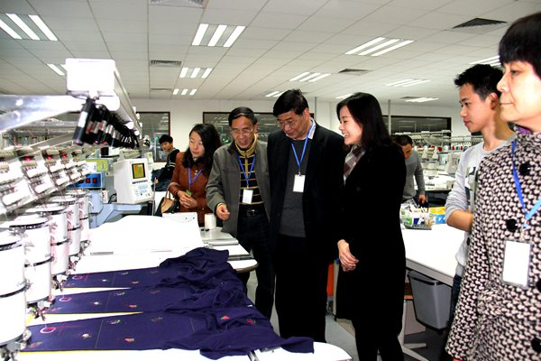 陈优生校长带队走访南璇毛织厂看望艺术设计学院学生1.JPG