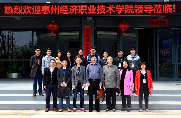 赵海玮副校长带队走访建筑工程学院看望实习学生.JPG