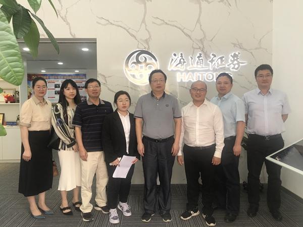 校党委书记傅道忠率队走访财经学院学生实习单位