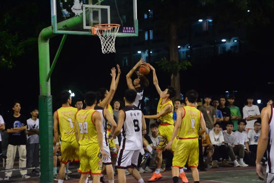 建艺学生会在学校第五届学生会杯篮球赛决赛夺标