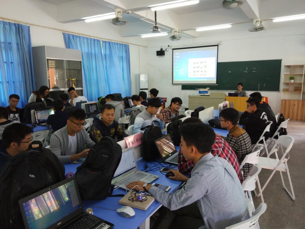 惠州经济职业技术学院粤嵌校企合作实训课正式开课