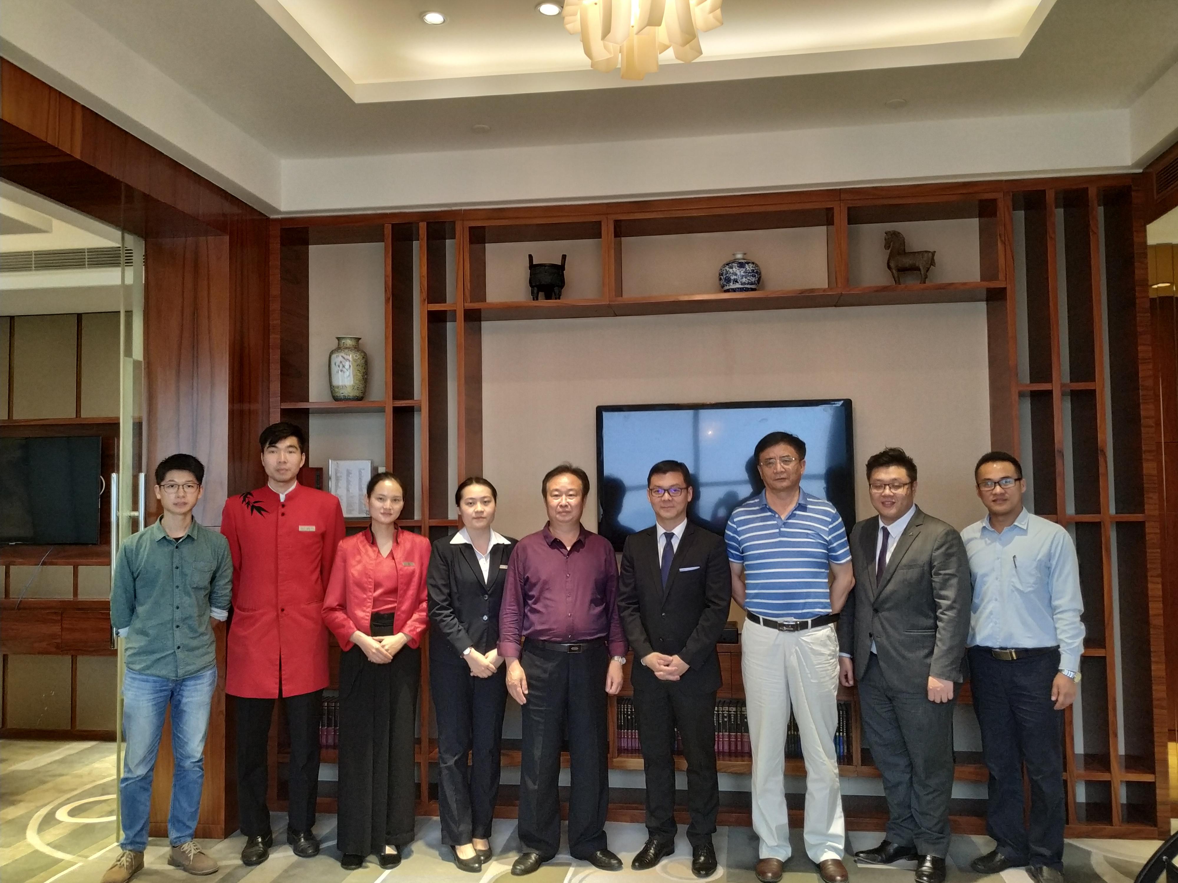 赵海玮副校长一行走访看望2016级旅游学院实习学生