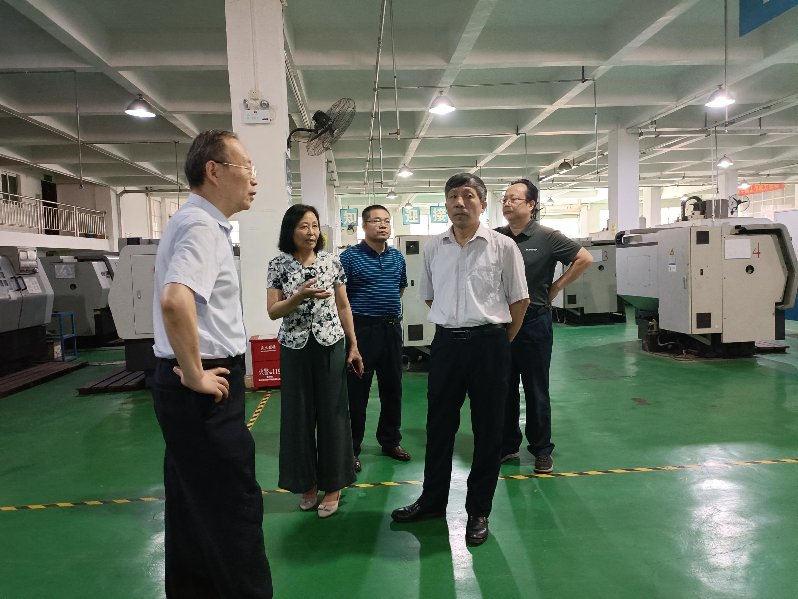 广东省民办教育协会会长赵康一行莅临我院参观指导实训室工作