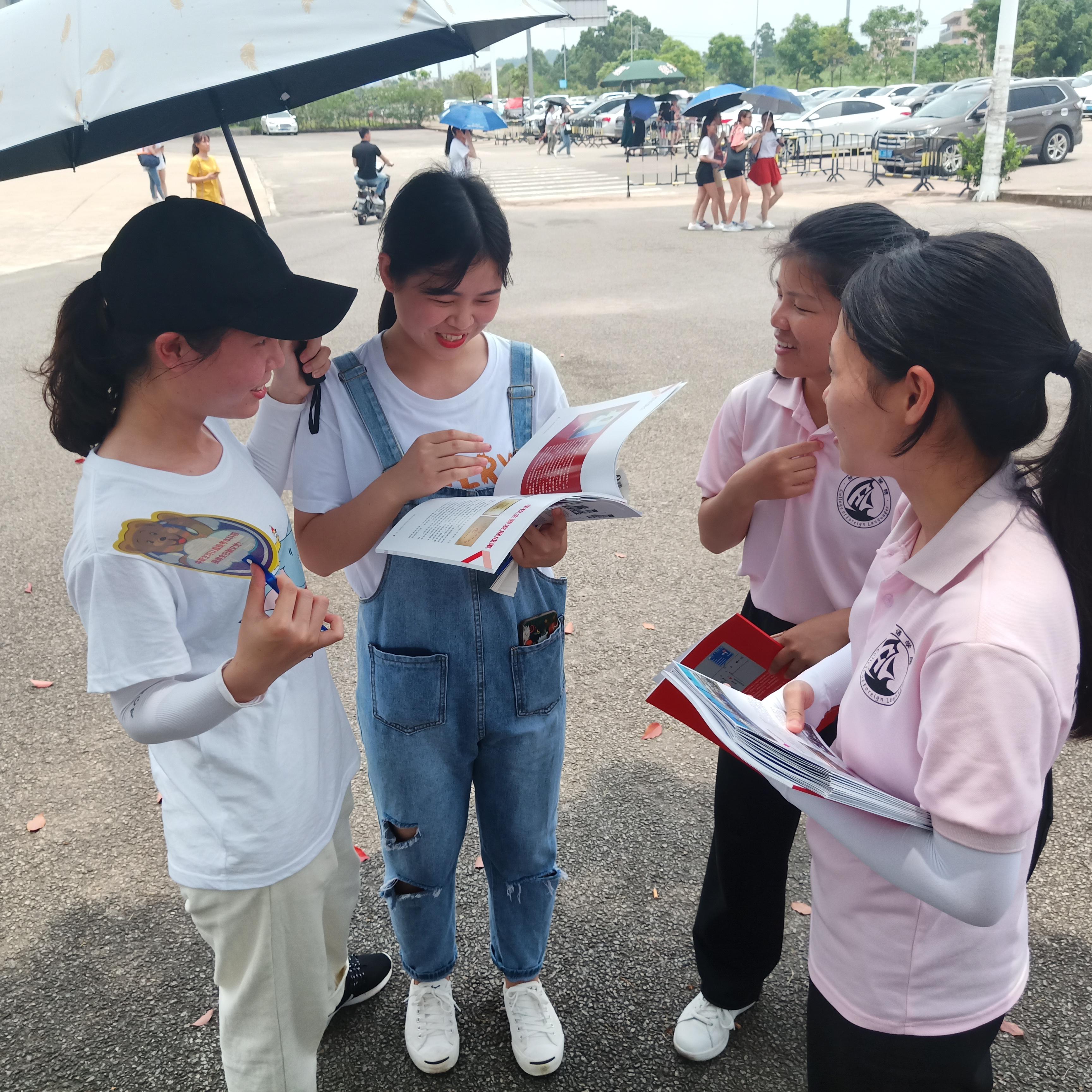 职教周系列活动之外国语学院志愿者团队走