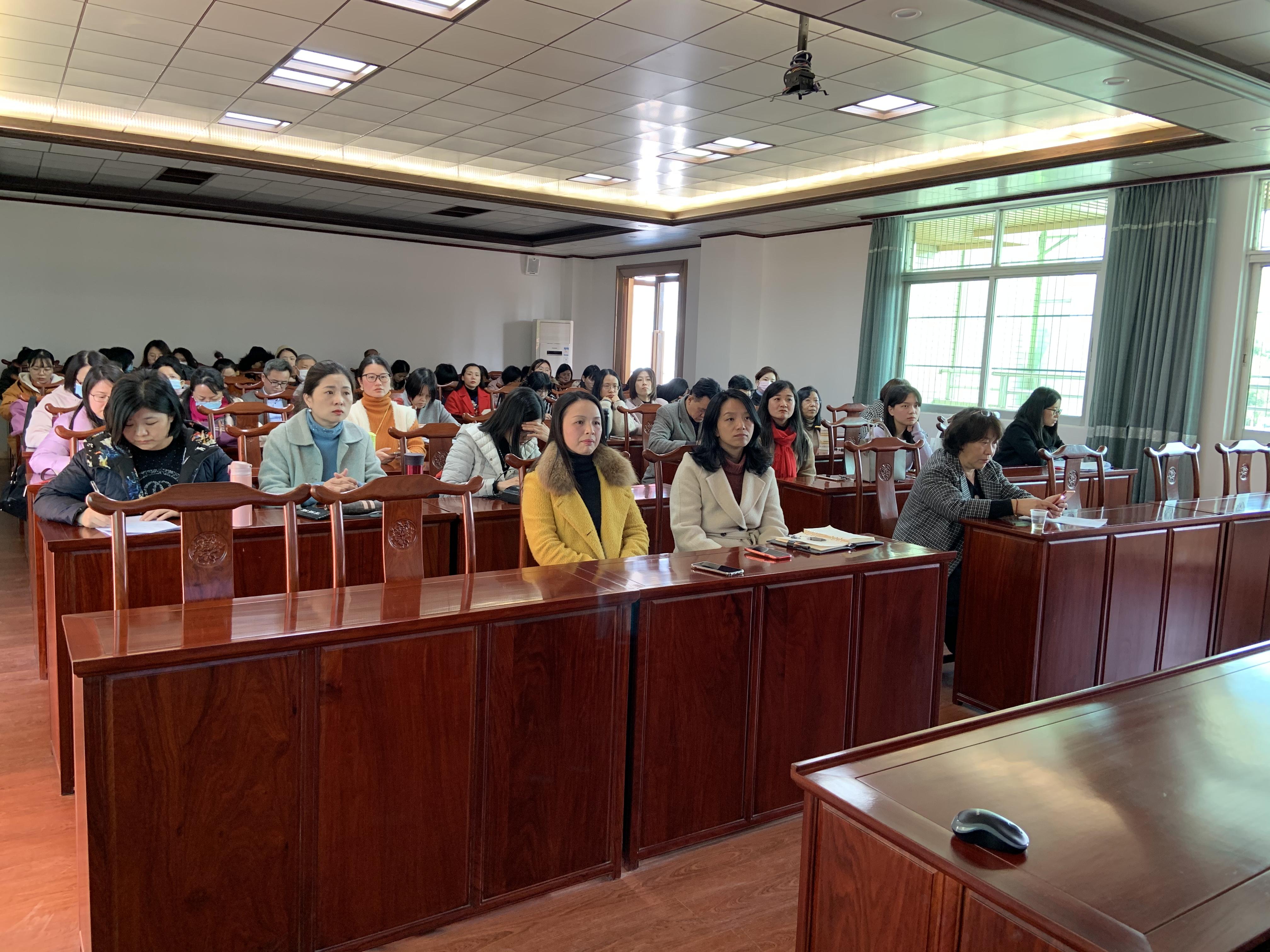 教育与应用外语学院召开2020年工作总结会议